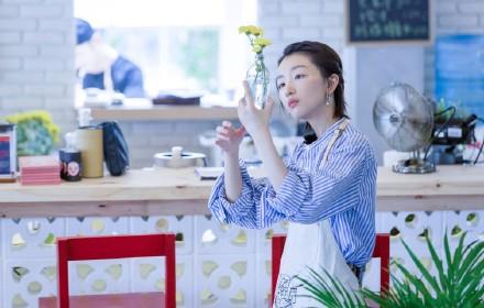 周冬雨《中餐厅》示范清新度假风 看看她到底有多时髦 【6】