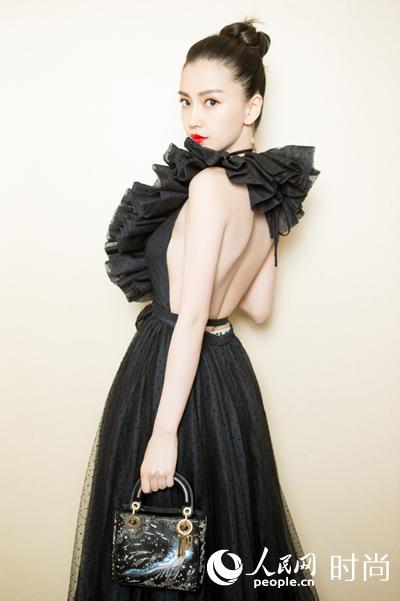 Angelababy黑天鹅裙上线三十分钟售空