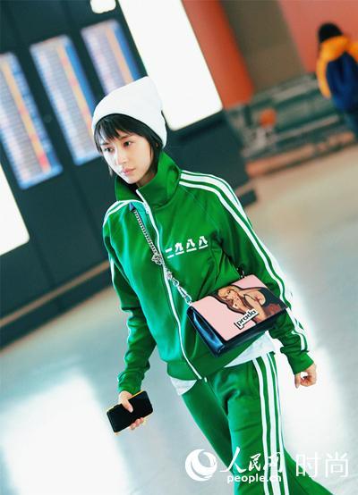 王子文机场大玩运动风 能把丑鞋穿的这么有范儿的也只有她了!