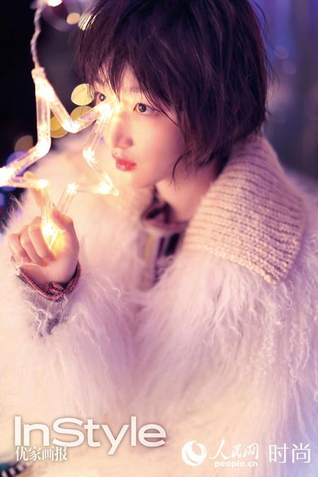 周冬雨登时尚杂志封面 缤纷圣诞化身精灵