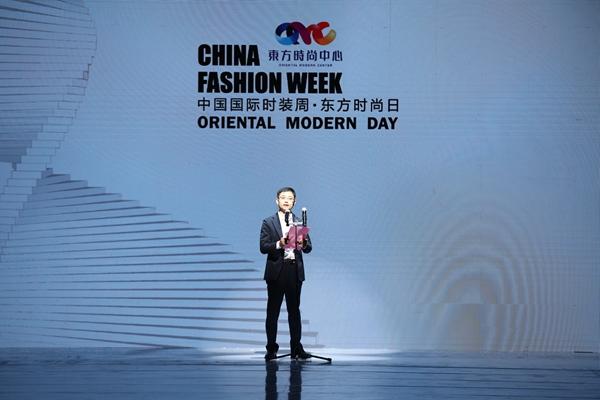 汇聚时尚产业精英 东方时尚日闪耀中国国际时装周