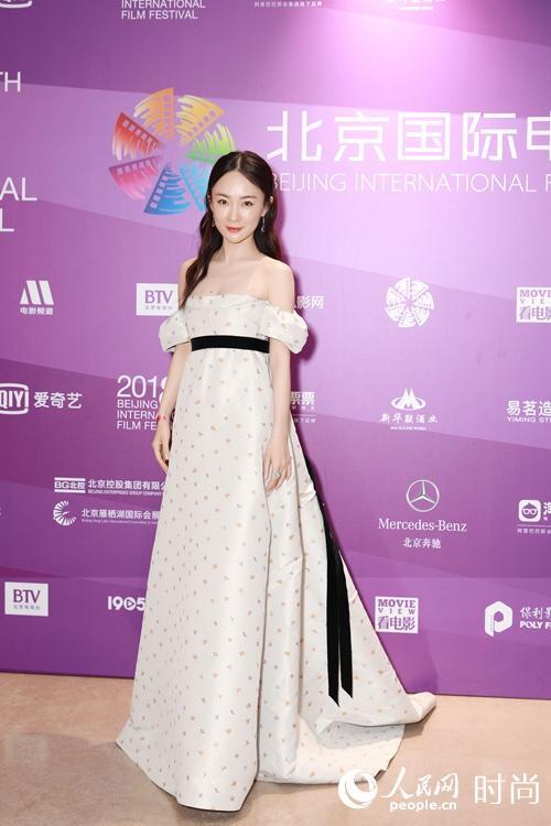 嗯哼妈惊艳现身北京国际电影节 霍思燕长裙造型超女神