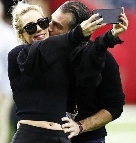 Lady Gaga宣布订婚 49岁男友是好莱坞著名经纪人