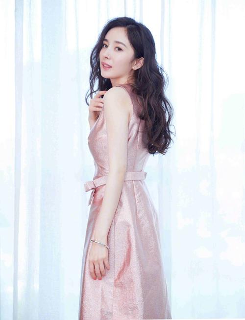 杨幂亮相《筑梦情缘》开播发布会 粉色礼服美过芭比【4】