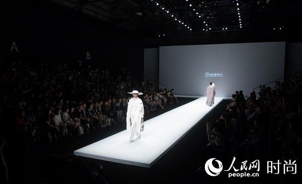 """2019""""Bedo Fashion""""湖北美术学院专场发布亮相北京前卫设计广场"""