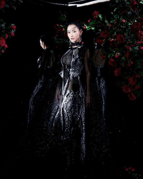 张柏芝登越南杂志封面 复古摩登造型彰显女神绝世风采