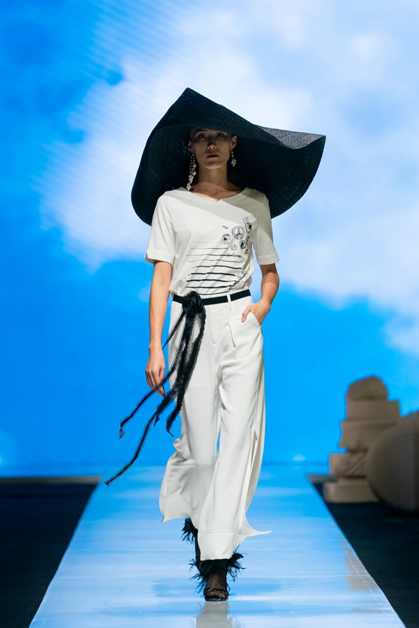 XG2020夏季时装秀丨接续文艺启蒙重构时装定义